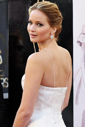 022413-oscars-lawrence-necklace-340
